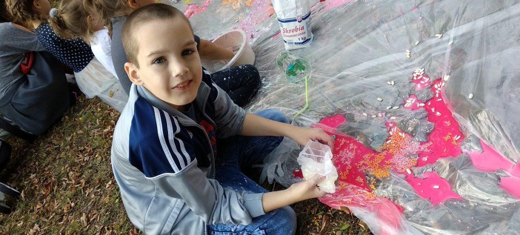 """Szkolny Piknik """"Dary Jesieni"""" w Adamowie"""