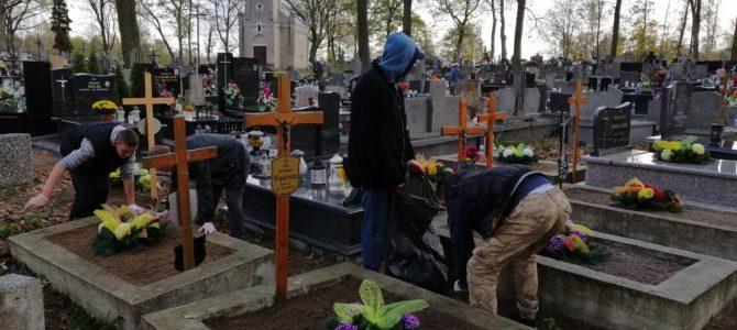 Porządki na grobach zmarłych mieszkańców